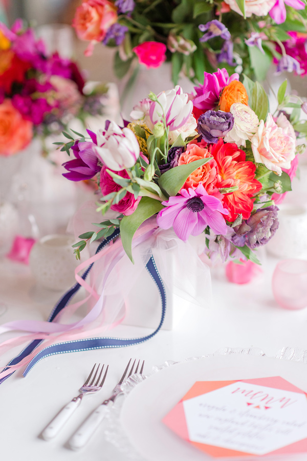 modern wedding inspiration - photo by Tina Jay Photography http://ruffledblog.com/bright-and-modern-vow-renewal