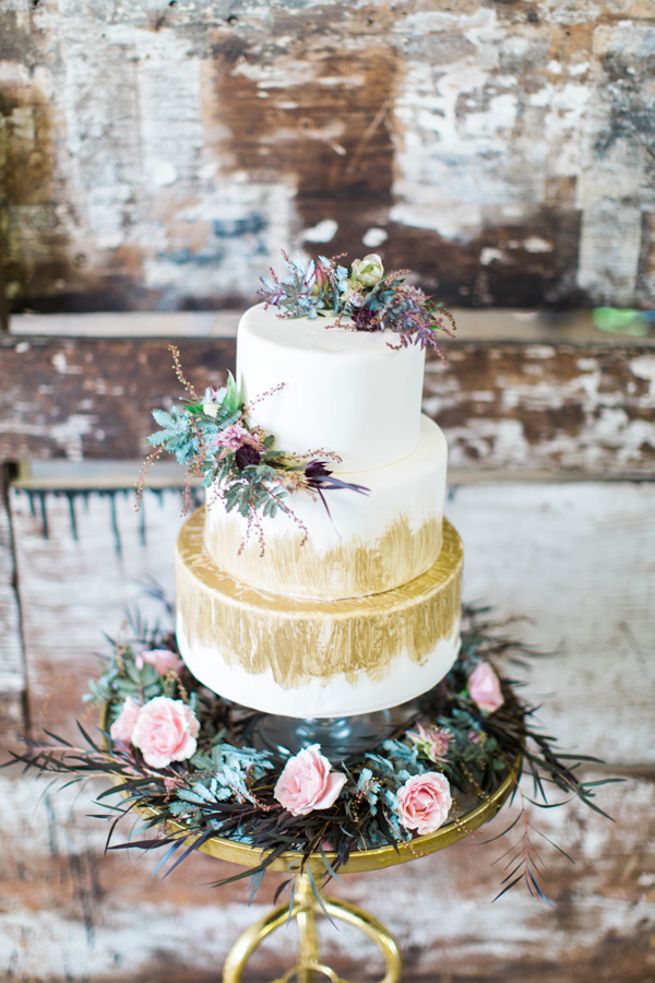 wedding cake with gold - photo by A.Fogarty Photography http://ruffledblog.com/romantic-bridal-boudoir-inspiration