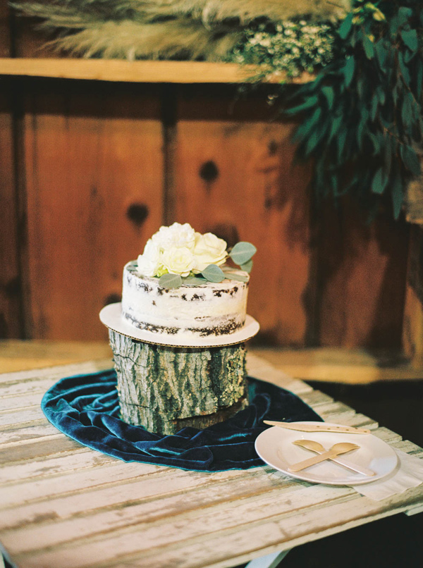 wedding cake - photo by Danielle Poff http://ruffledblog.com/arroyo-grande-barn-wedding