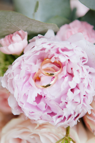 Ring shot on a peony | Elisaveta Sudarikova Photography