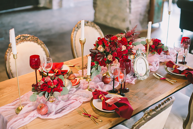Romantic red wedding tablescape | Natalia Donskih Photography