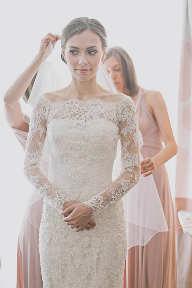 long sleeved lace wedding dress Photographer Elina Sazonova