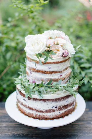 Flower-topped naked cake | Elisaveta Sudarikova Photography