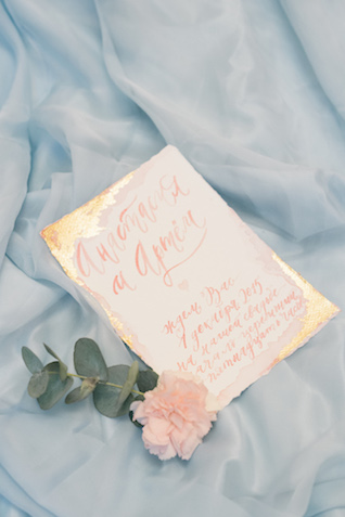 Gold and pink wedding invitation | Anna Bamm Photography