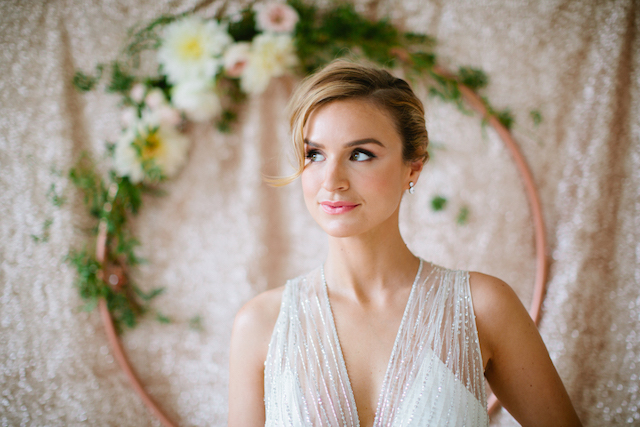 Chic wedding day makup | Betsi Ewing Photography | @AisleSociety and @Minted | #aislesociety #MintedWeddings #ASforMinted #styledbyaislesociety