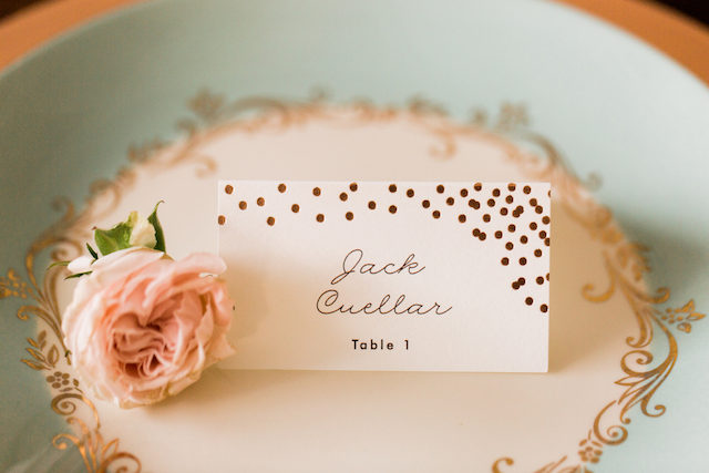 Rose gold confetti place cards | Betsi Ewing Photography | @AisleSociety and @Minted | #aislesociety #MintedWeddings #ASforMinted #styledbyaislesociety