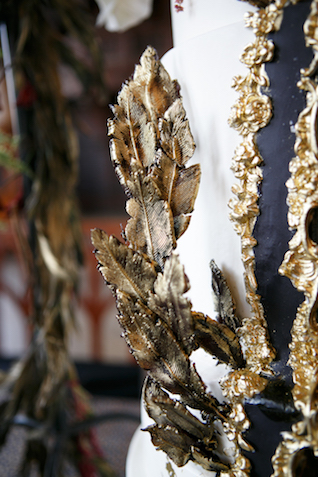 Gold feather wedding cake detail | Syed Yaqeen and Roadshow Wedding