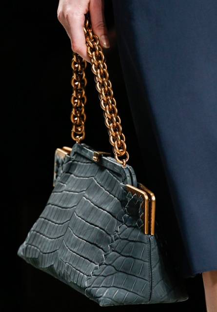 15 Excellent And Timeless Chain Strap Bag Ideas