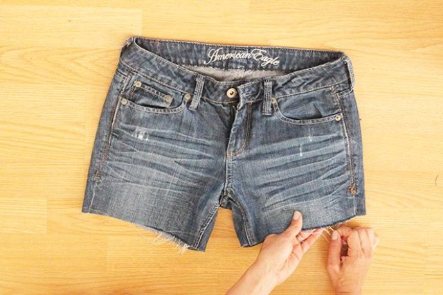 Comfy DIY Distressed Jean Shorts For Summer
