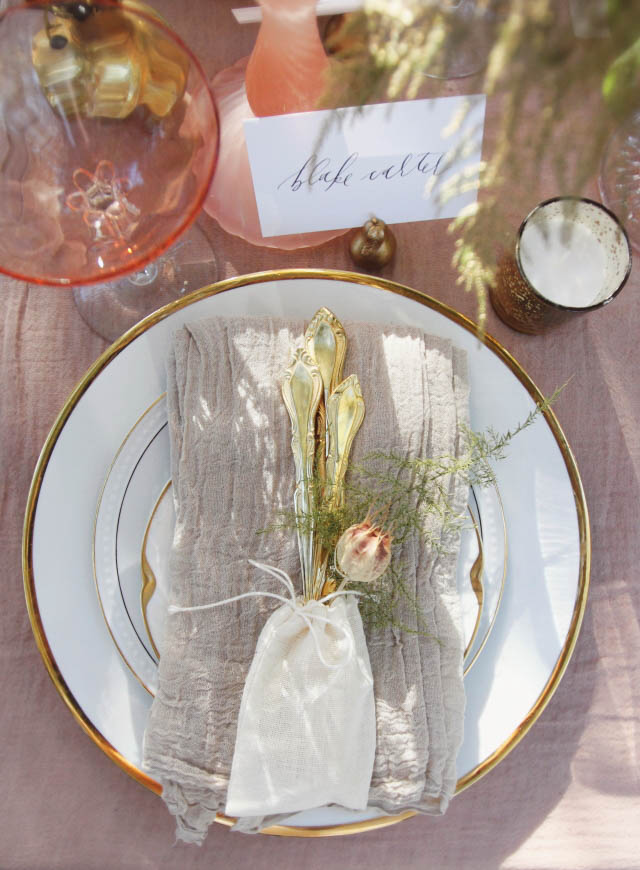 Rose quartz place setting with gold cutlery | Alissa Noelle Photography