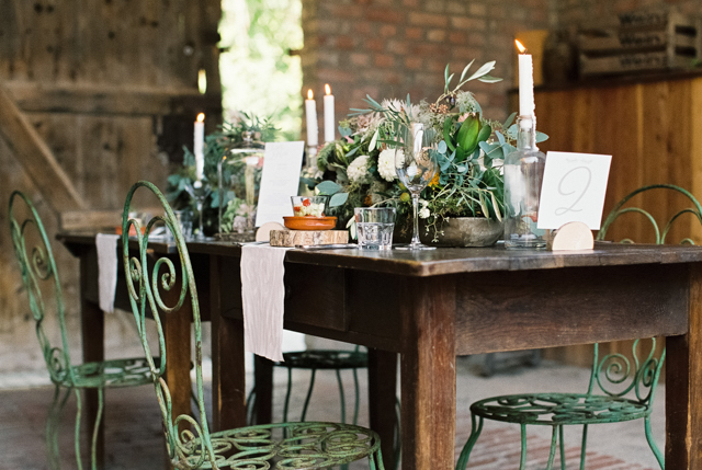 rustic table for wedding  Photography: Aline Lange