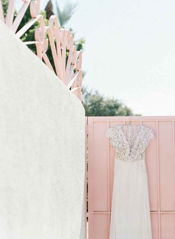 wedding dress with lace detail - photo by Flora and Fauna http://ruffledblog.com/historic-cree-estate-wedding