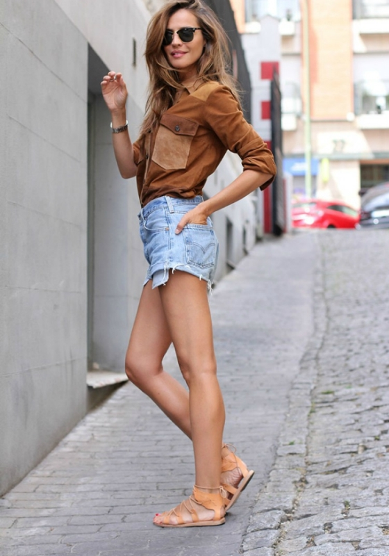 Raw Hem Jean Shorts With Laced Sandals