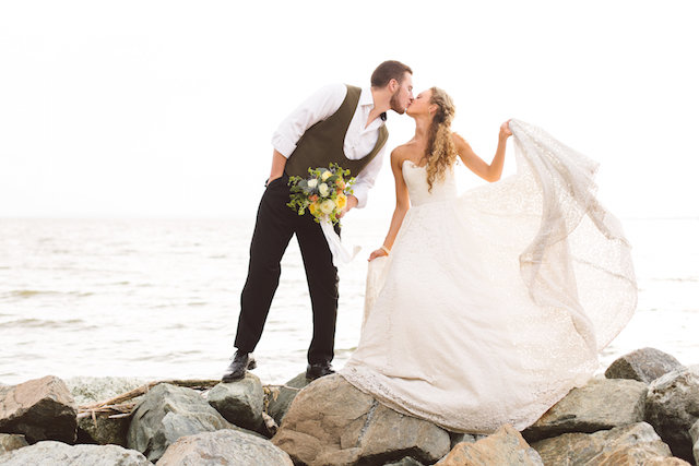 Beachy boho couple | Photography: Brooke Michelle Photography