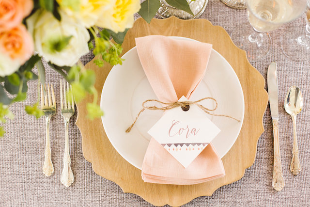 Wooden charger plate | Photography: Brooke Michelle Photography