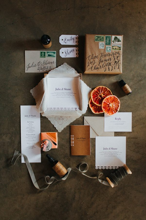 modern wedding invitations - photo by The More We See http://ruffledblog.com/cedar-lake-estate-wedding-inspiration