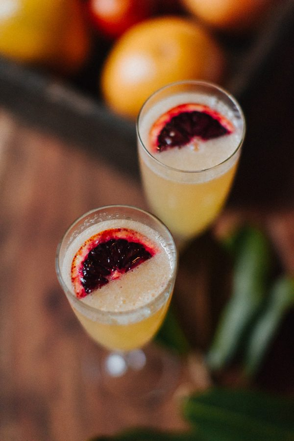 wedding cocktails - photo by The More We See http://ruffledblog.com/cedar-lake-estate-wedding-inspiration