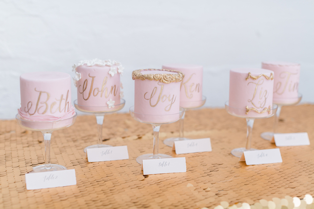 Mini wedding cakes with calligraphy | Alexis June Weddings and @aislesociety