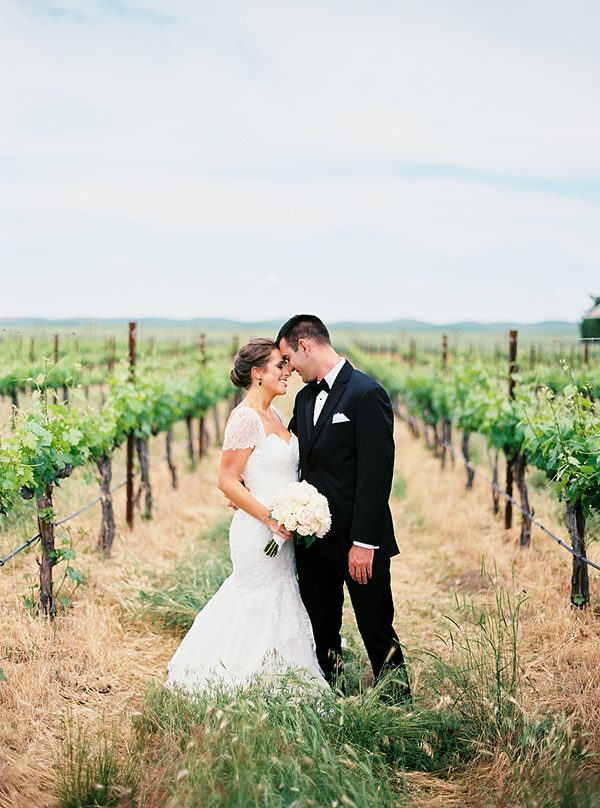 Washington vineyard weddings photo by Ryan Flynn Photography http://ruffledblog.com/walla-walla-vineyard-wedding