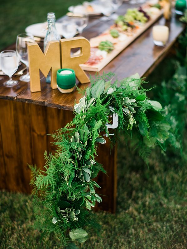 green wedding decor photo by Ryan Flynn Photography http://ruffledblog.com/walla-walla-vineyard-wedding