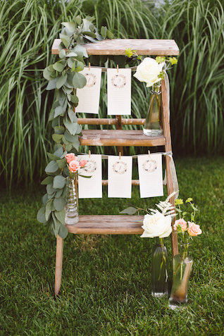 Boho seating chart on a ladder | Photography: Brooke Michelle Photography