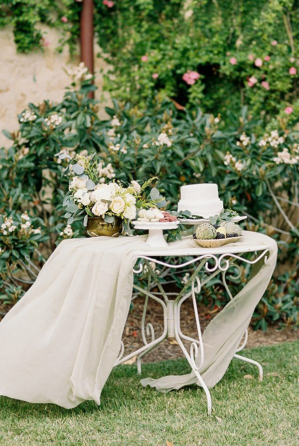 ivory wedding inspiration - photo by Erin Wilson Photography and Angela Sostarich Photography http://ruffledblog.com/southern-oak-tree-wedding-inspiration