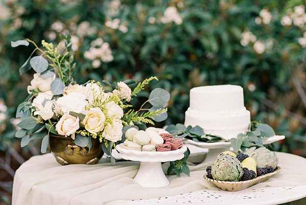 organic wedding ideas - photo by Erin Wilson Photography and Angela Sostarich Photography http://ruffledblog.com/southern-oak-tree-wedding-inspiration