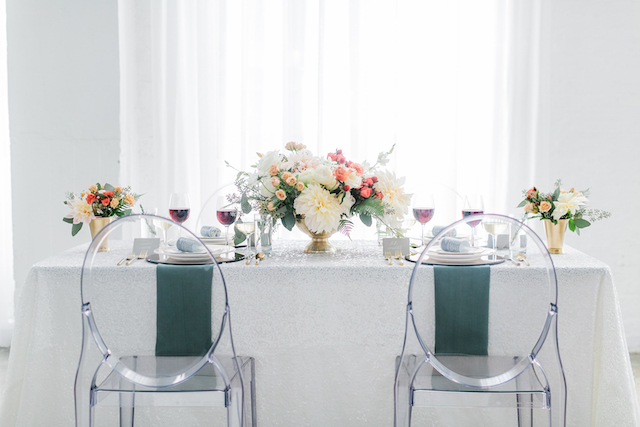 Chic tablescape | Alexis June Weddings and @aislesociety