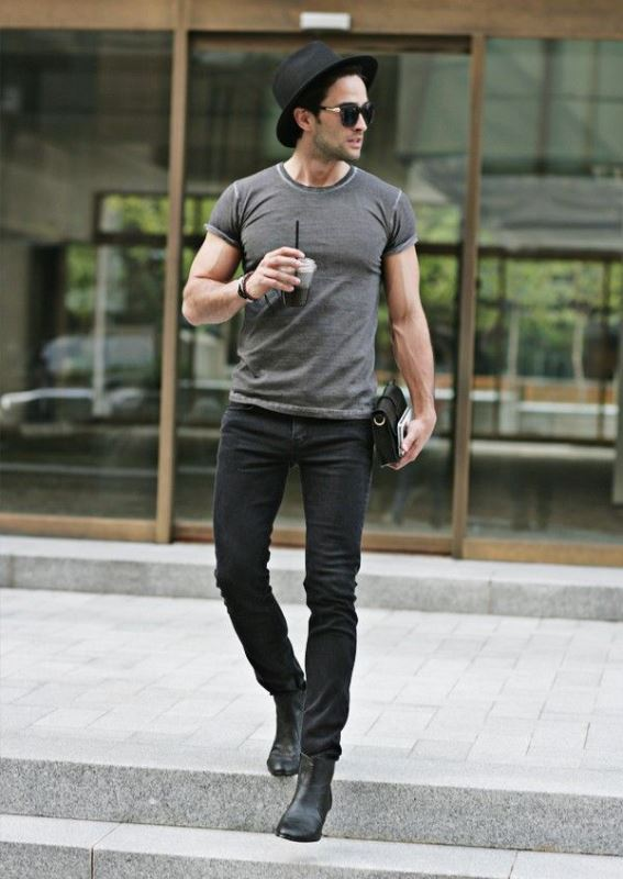 Black Skinny Jeans With A Grey T Shirt