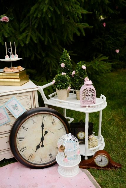 Alice in Wonderland bridal shower decor idea