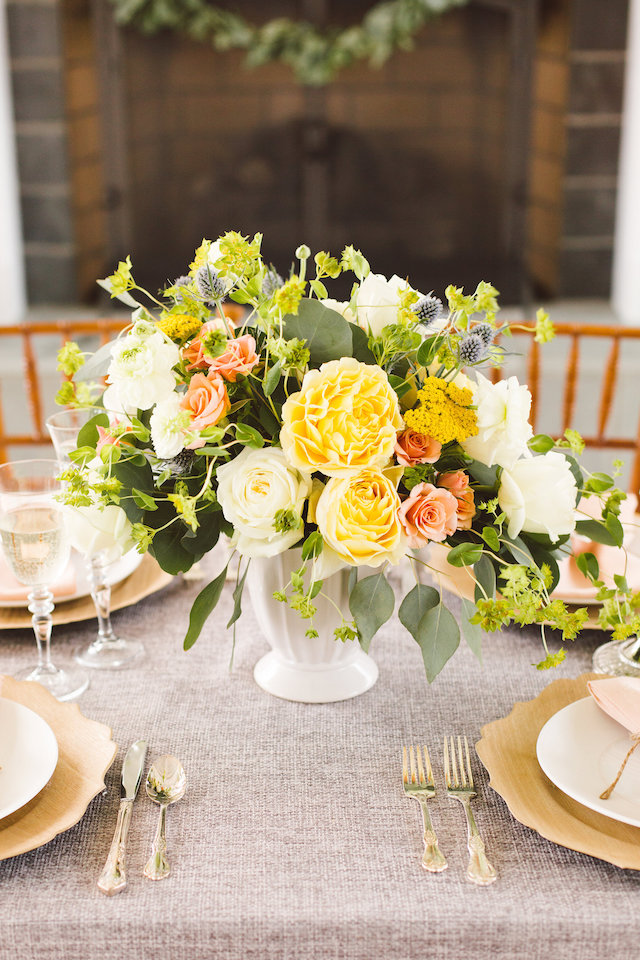 Yellow and peach centrepiece | Photography: Brooke Michelle Photography
