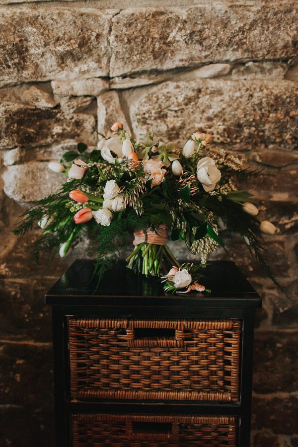 wedding bouquet ideas - photo by The More We See http://ruffledblog.com/cedar-lake-estate-wedding-inspiration