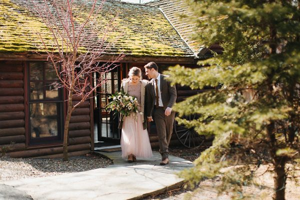 vintage wedding style - photo by The More We See http://ruffledblog.com/cedar-lake-estate-wedding-inspiration