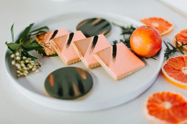 wedding desserts - photo by The More We See http://ruffledblog.com/cedar-lake-estate-wedding-inspiration