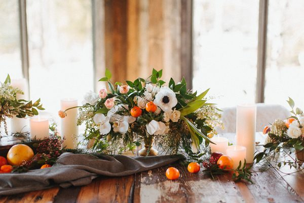 wedding flower ideas - photo by The More We See http://ruffledblog.com/cedar-lake-estate-wedding-inspiration