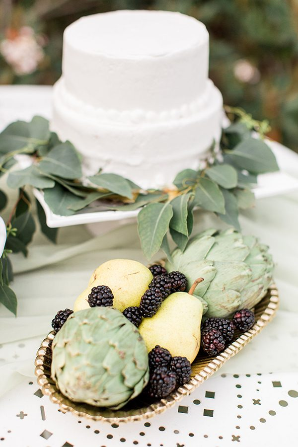 wedding cakes - photo by Erin Wilson Photography and Angela Sostarich Photography http://ruffledblog.com/southern-oak-tree-wedding-inspiration
