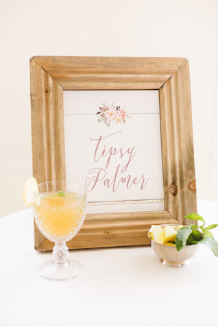 Signature drink sign at wedding | Photography: Brooke Michelle Photography