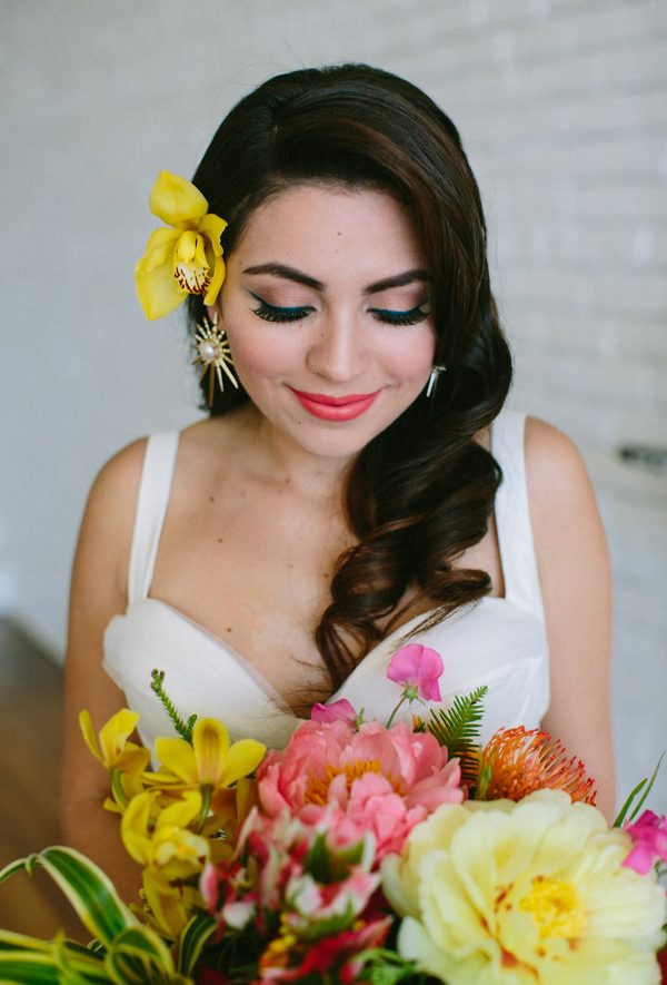 bridal makeup ideas - photo by Amber Vickery Photography http://ruffledblog.com/tropical-cuban-wedding-inspiration