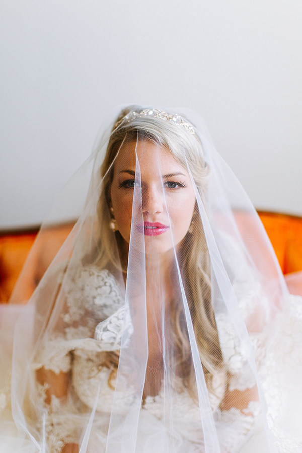 wedding veils - photo by Texture Photo http://ruffledblog.com/golden-sands-wedding-inspiration