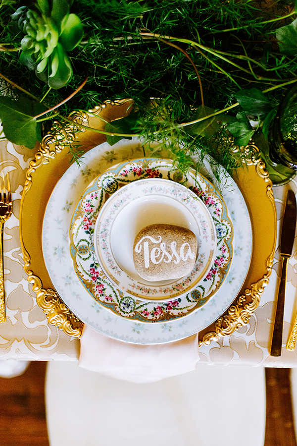 place settings - photo by Texture Photo http://ruffledblog.com/golden-sands-wedding-inspiration