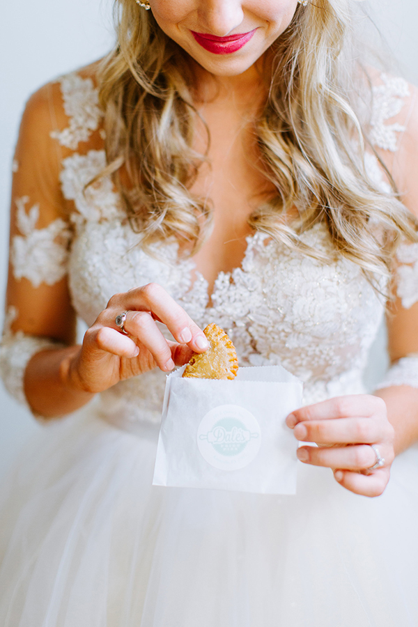 wedding desserts - photo by Texture Photo http://ruffledblog.com/golden-sands-wedding-inspiration