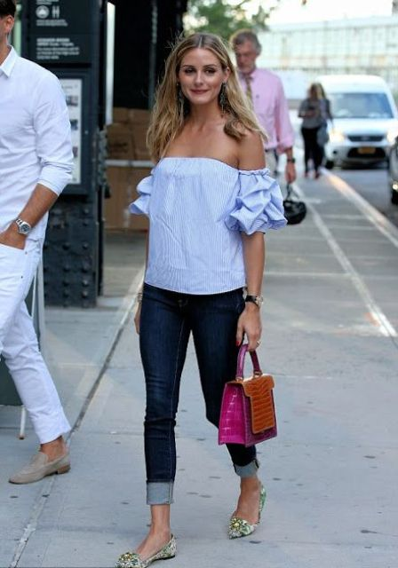Look with ruffle sleeves top and cuffed jeans