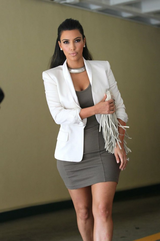 Stylish ways for curvy and plus size women to wear Blazer (12)