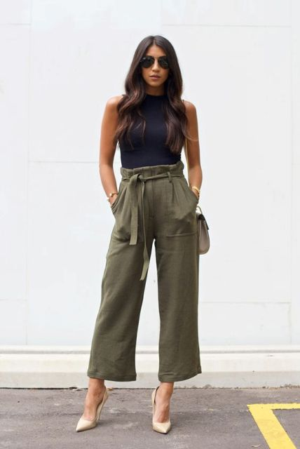 Look with high waist pants and high heels