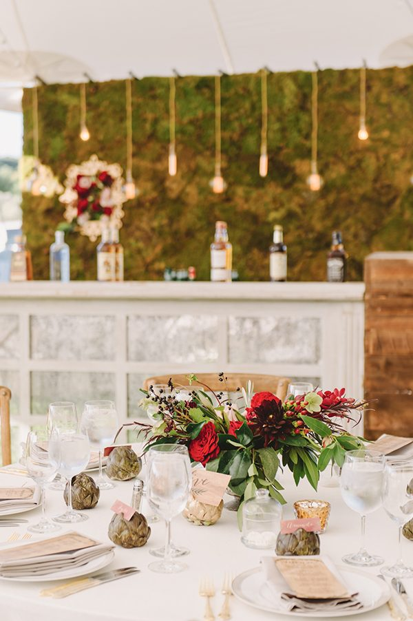 wedding table styles - photo by L. Hewitt Photography http://ruffledblog.com/heirloom-inspired-island-wedding