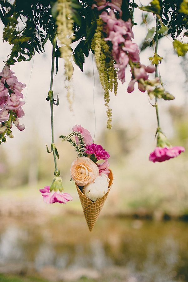 unique summer wedding themes - photo by Tree of Life Films http://ruffledblog.com/summer-brunch-wedding-inspiration