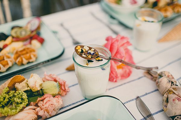 brunch wedding inspiration - photo by Tree of Life Films http://ruffledblog.com/summer-brunch-wedding-inspiration