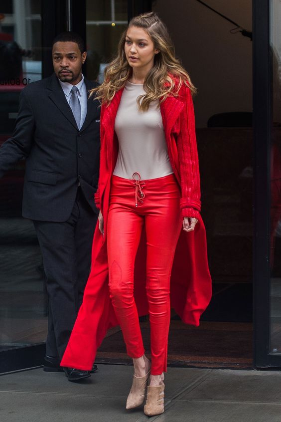 Stylish Outfits With Red Pants (13)