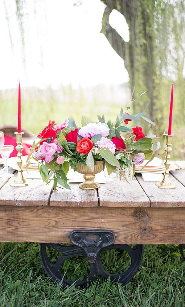 pink and red wedding centerpieces - photo by Elizabeth Moore Photography http://ruffledblog.com/come-fly-away-with-me-wedding-inspiration