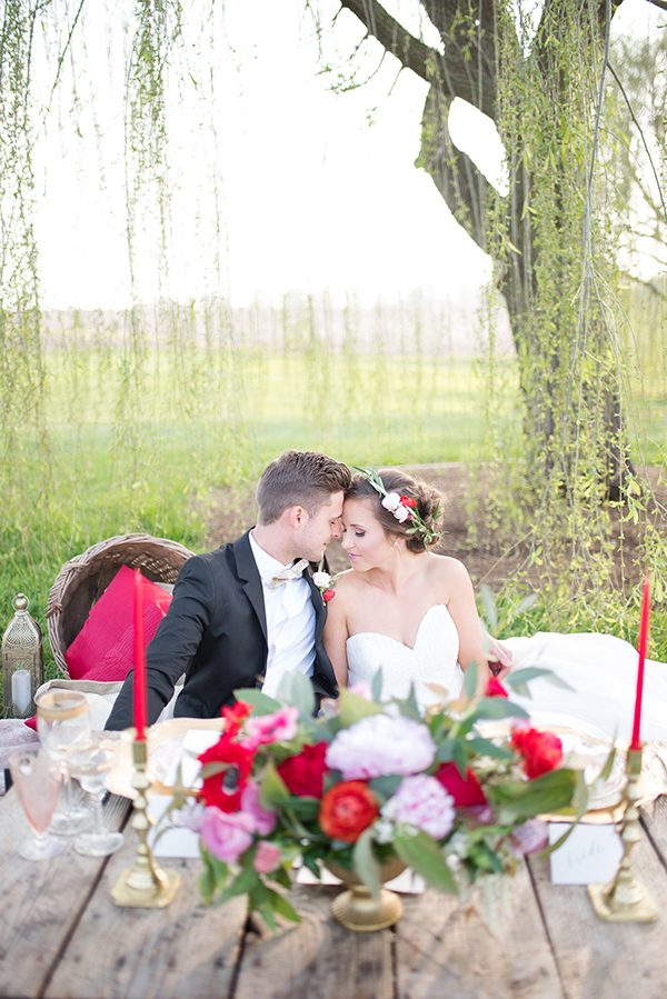 pink and red wedding decor - photo by Elizabeth Moore Photography http://ruffledblog.com/come-fly-away-with-me-wedding-inspiration